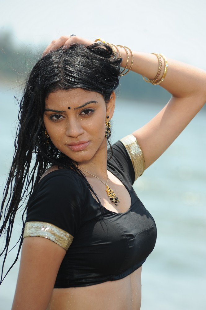 Anchal Spicy Stills from Kodipunju Movie
