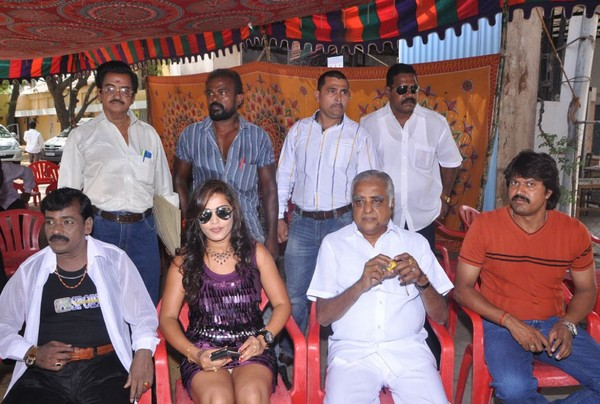 Mudhal Kadhal Movie Launch