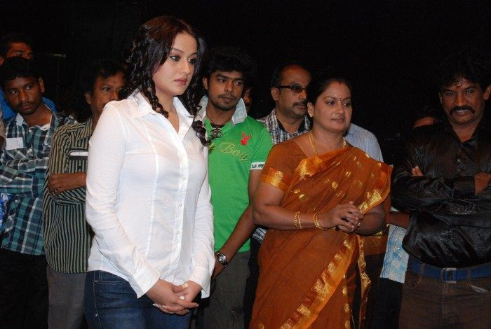 Oru Nadigaiyin Vakkumoolam Movie Launch