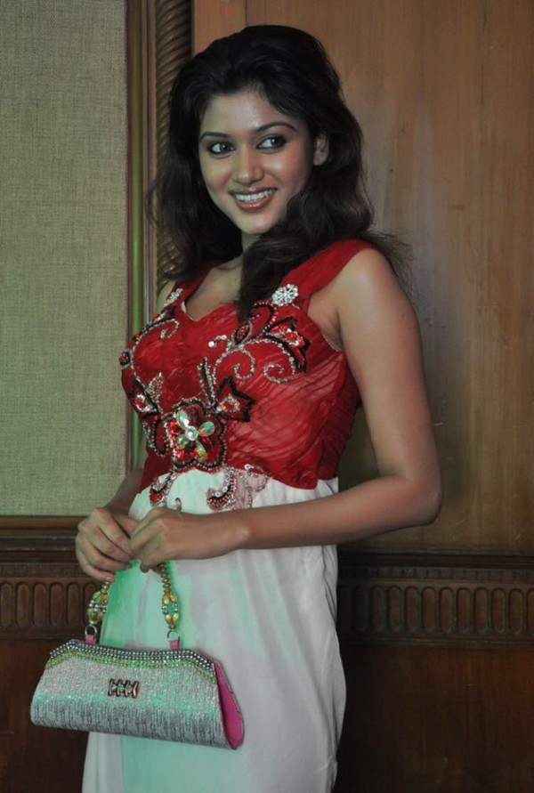 Oviya Helen Latest Photo Shoot - 10th April, 2012