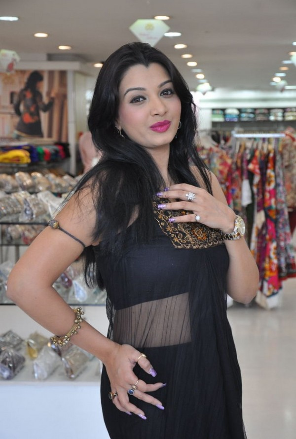Siddhie At Neerus Kohinoor Elite Collection Launch