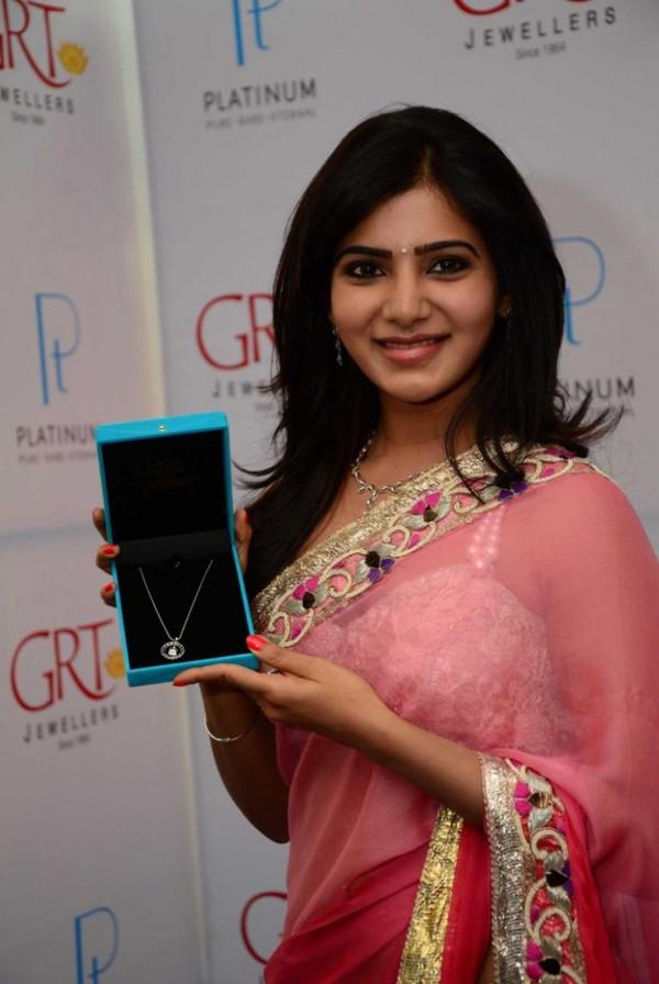 Samantha Prabhu Hot Photos in Saree at GRT Jewelers' Platinum Collection Inauguration