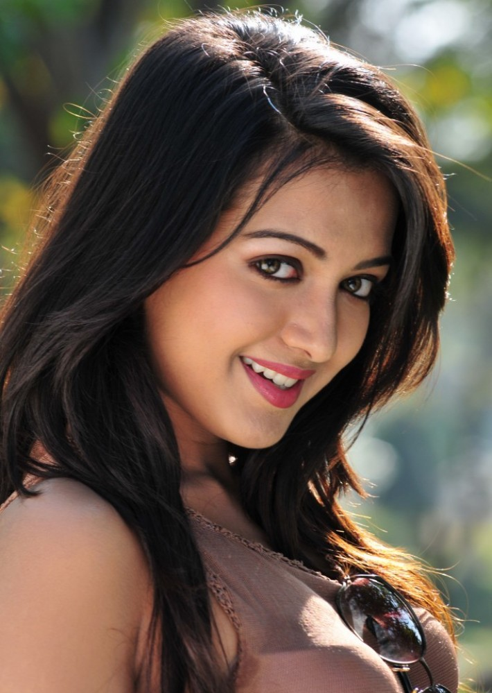 catherine tresa hot in siima